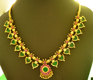 Green palakka necklace with 16 palakka