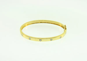 18k Round Bangle With Diamonds