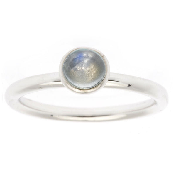 Cabochon ring with moonstone