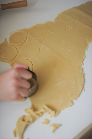 Cutting circles in the Hamantaschen dough