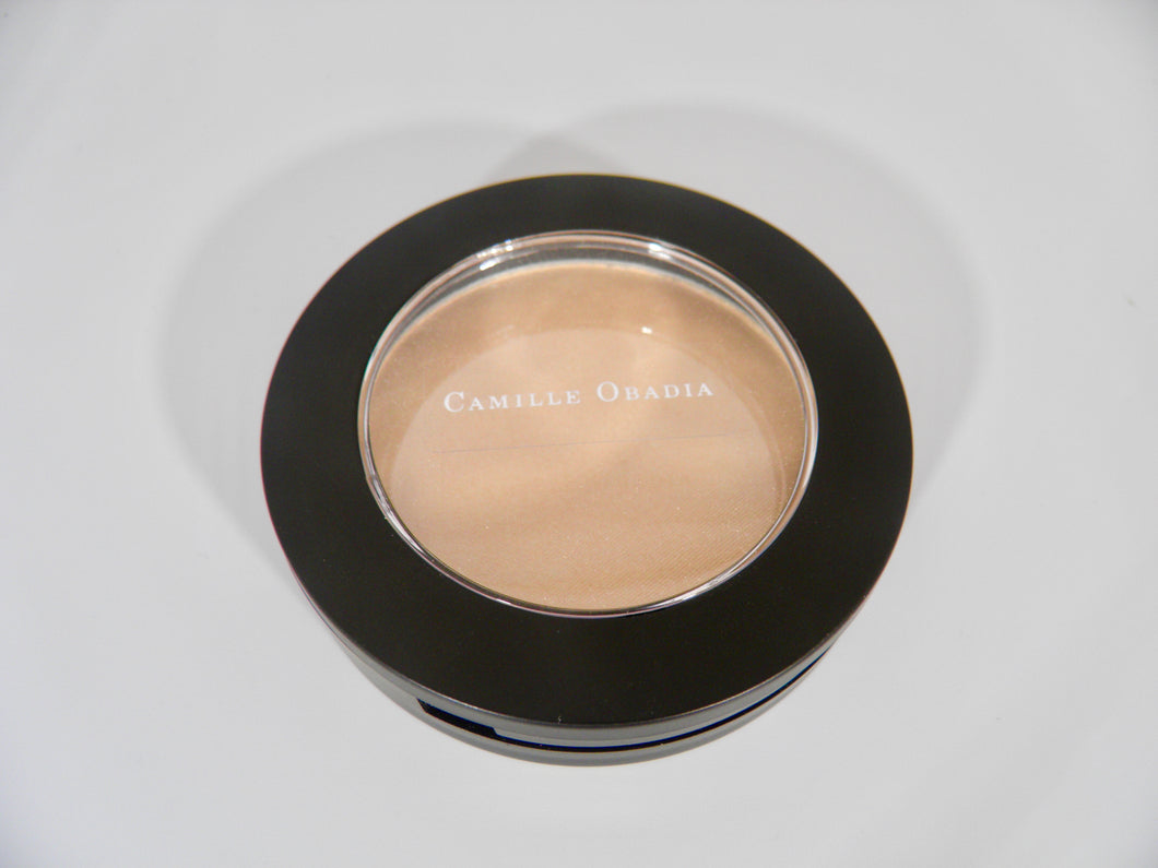 Illuminator talc free for cheek bones, shoulders and décolletage by Camille Obadia Beauty