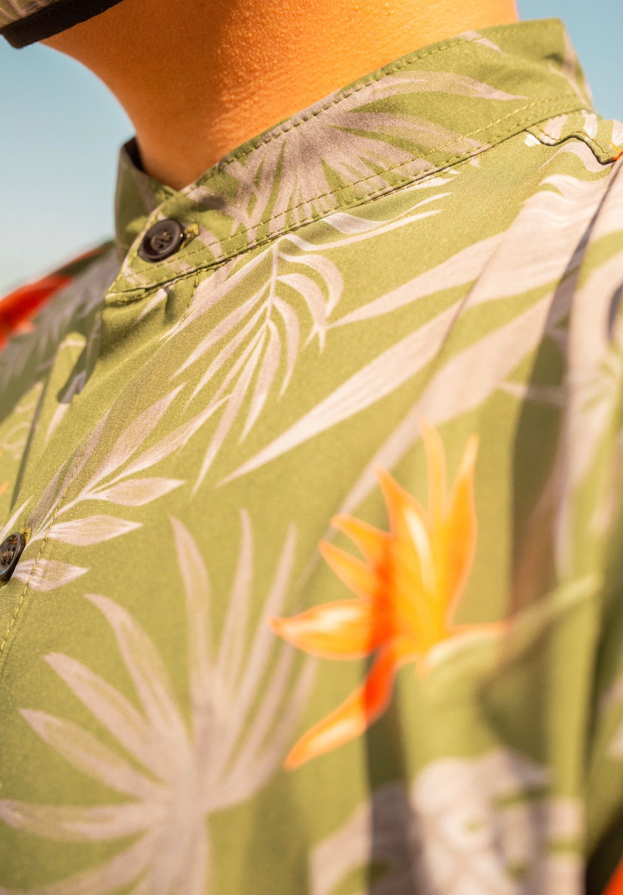 ISLAND SAVVY OLIVE BUTTON UP