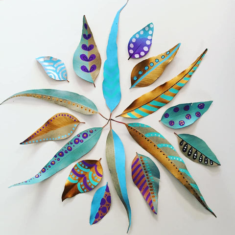 paint on leaves with life of colour pens