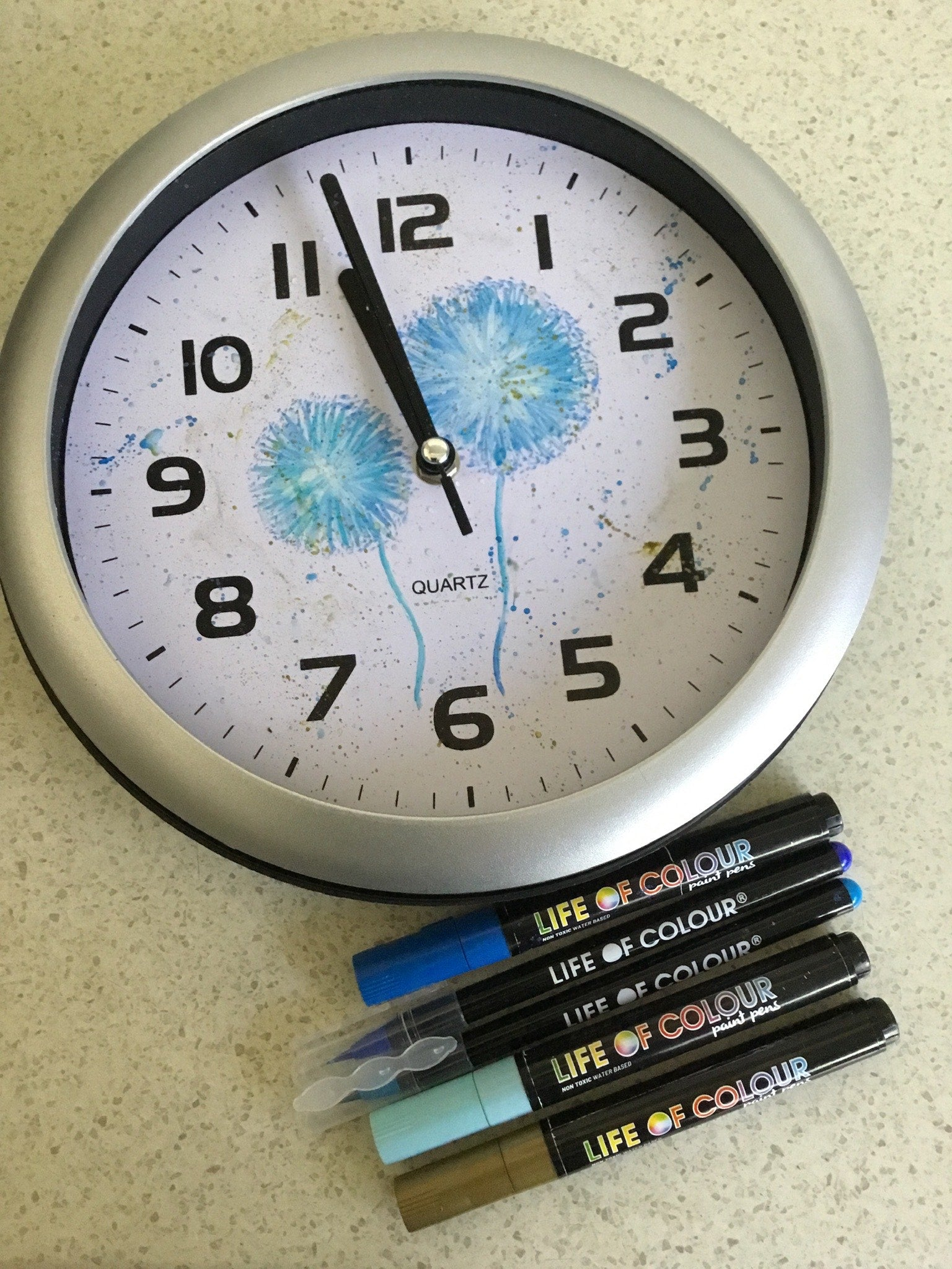Clock makeover with dandelion seed puff 'make a wish' motif done in watercolour pens | Life of Colour