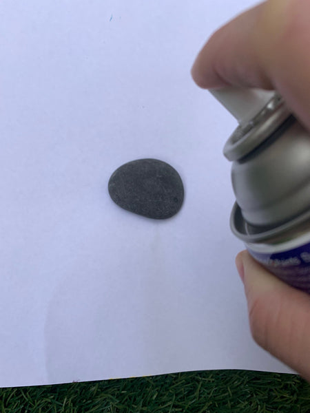 Prime rocks for rock painting using Dulux or British Paints primers