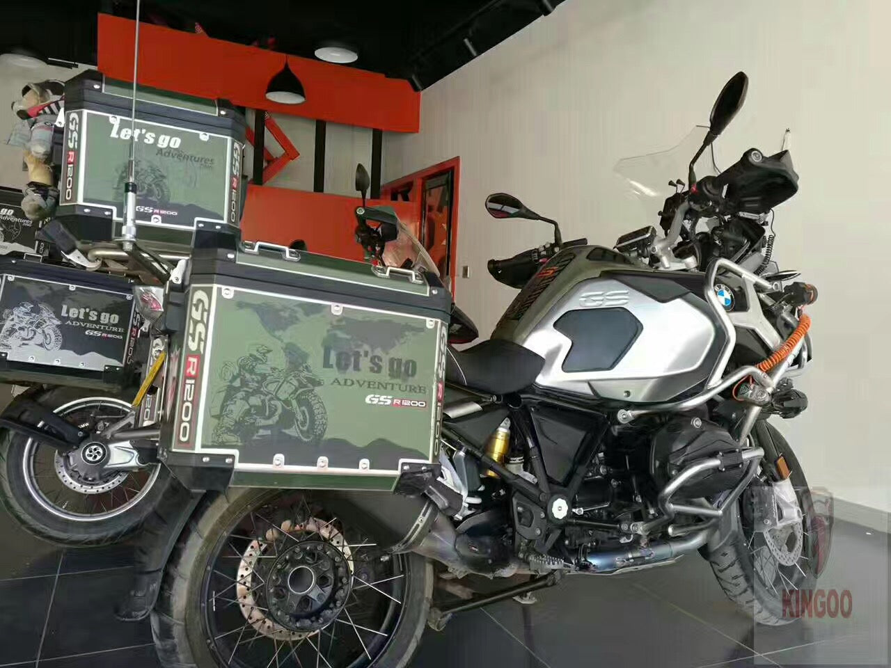 army green r1200gs adv let 39 s go adventure 2018 pannier box. Black Bedroom Furniture Sets. Home Design Ideas