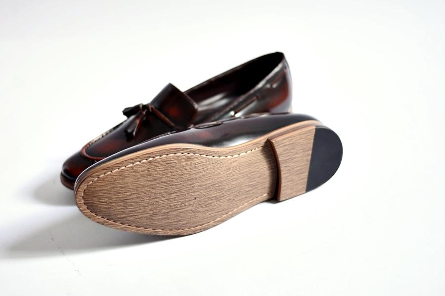 503 Tassel Loafer Burgundy Wooden Base