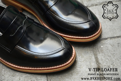V-Tip Blutcher Loafer Black x Wooden