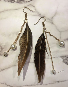 Handmade Feather and Pearl Earrings/ 手制羽毛珍珠長耳環