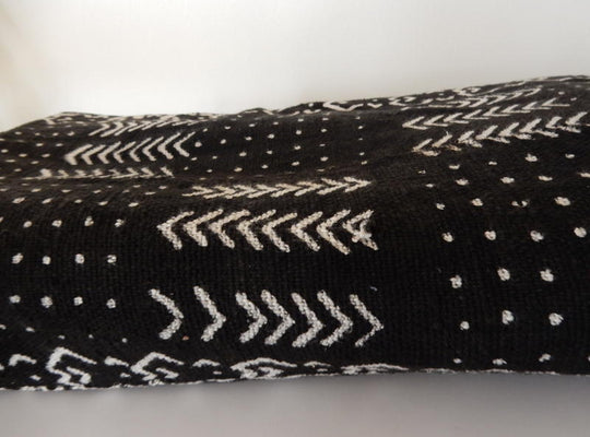 Mud Cloth (Bogolan) – Black/white V + dots