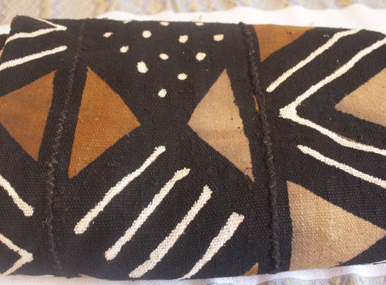 Mud Cloth (Bogolan) – Bold brown/black pattern