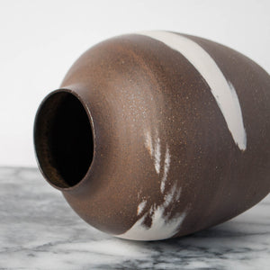 Agate Black Vase with White