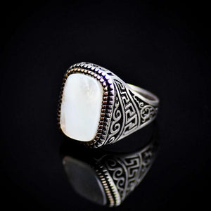 925 Sterling Silver Ring Embellished With A Big Mother Of Pearl Right