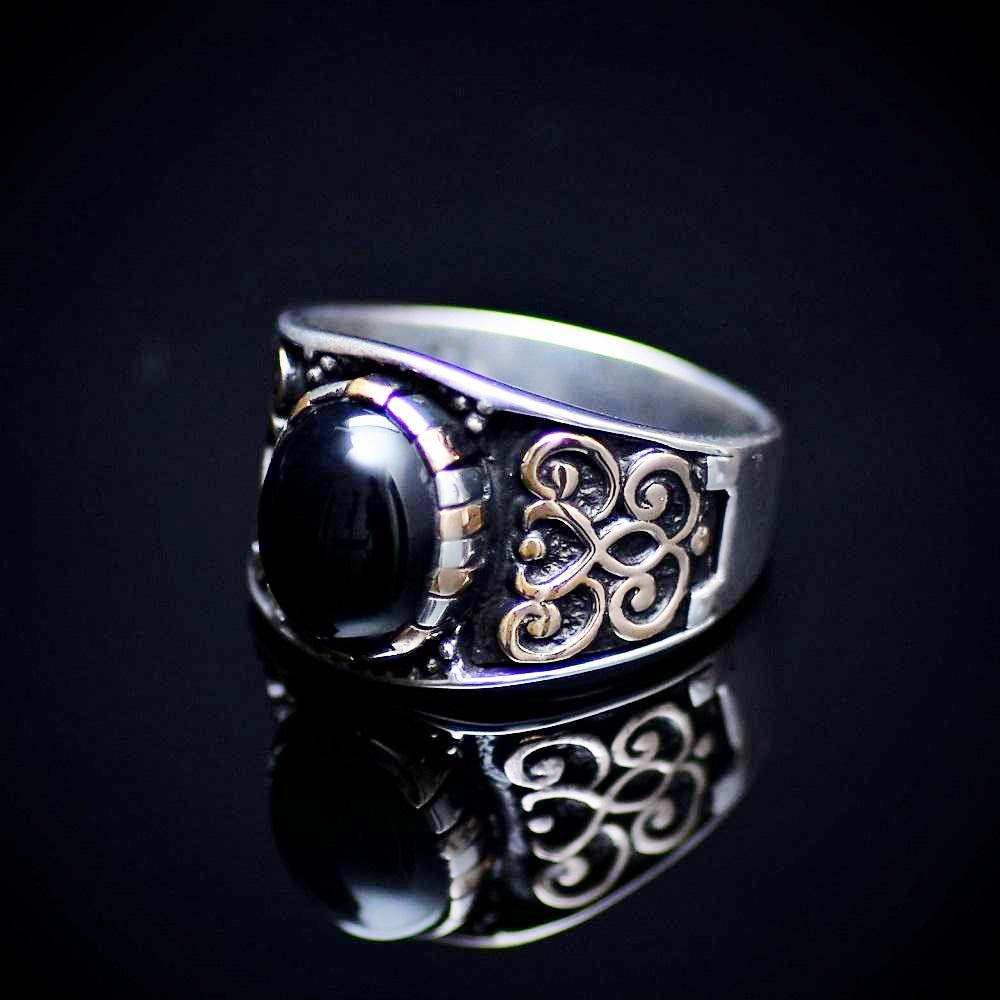 Affordable 925 Sterling Silver Ring With Motifs And Black Onyx Stone Right
