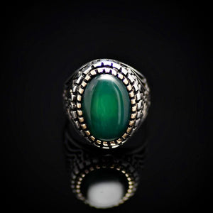 Artisanal Silver Ring Adorned With Green Agate Stone Front