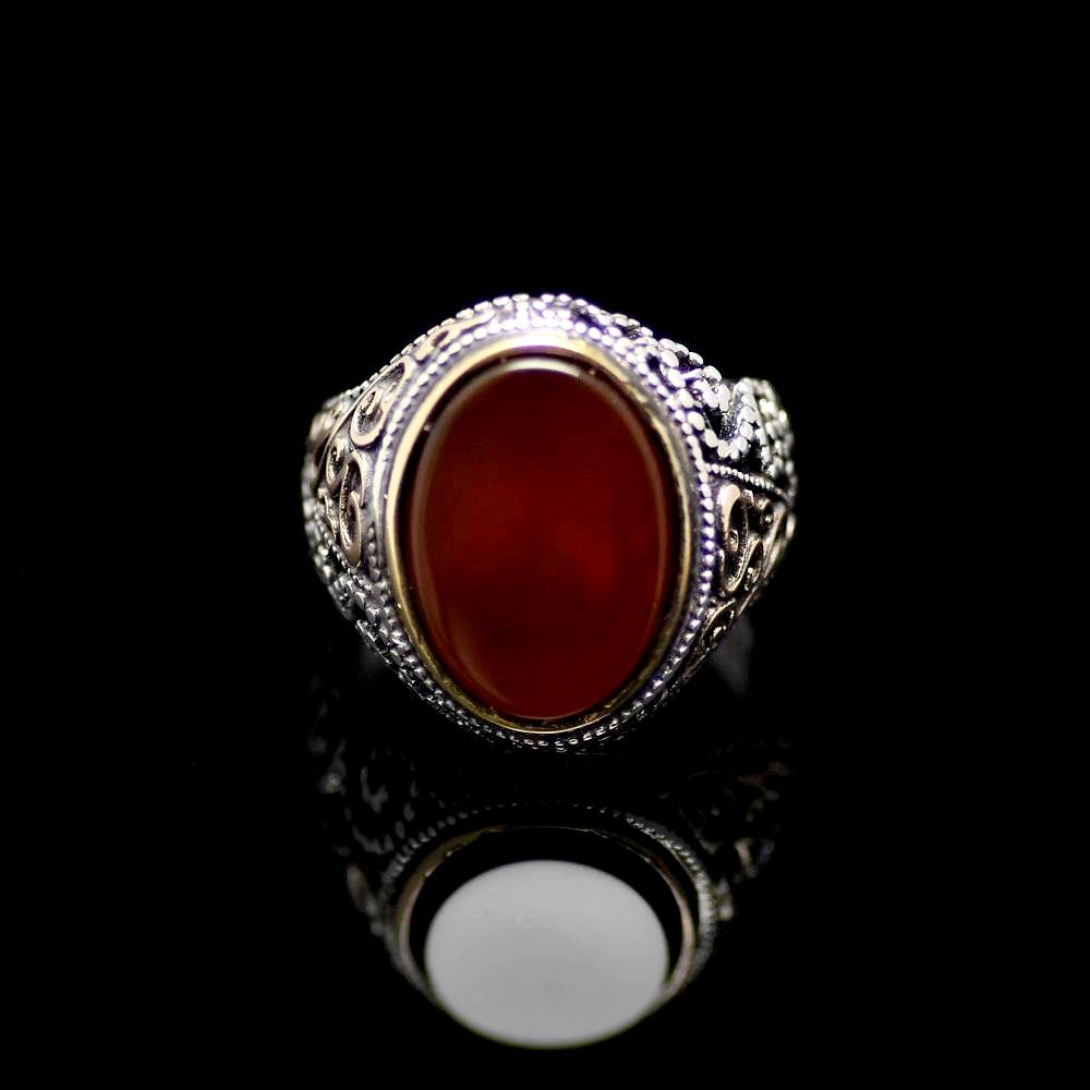 Attractive Silver Ring Adorned With Agate Stone Front
