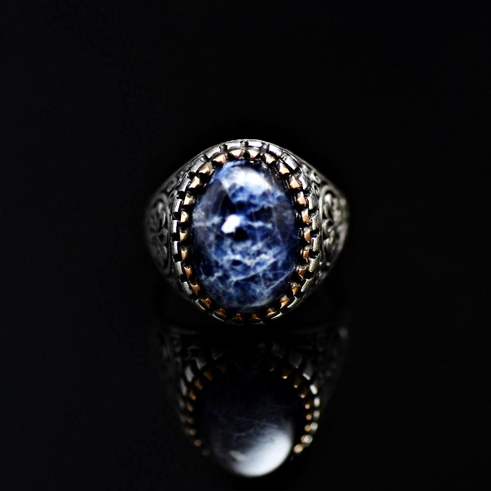 Beautiful Ring Adorned With Natural Stone And Engraved Flower Motifs Front