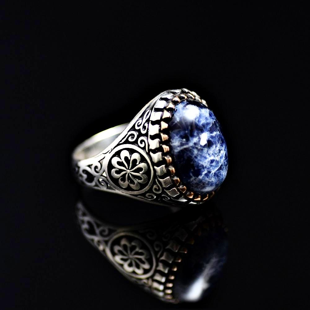 Beautiful Ring Adorned With Natural Stone And Engraved Flower Motifs Left
