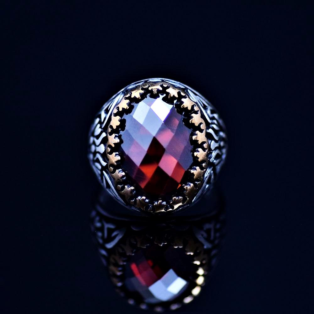 Beautiful Sterling Silver Ring Adorned With Garnet Stone Front