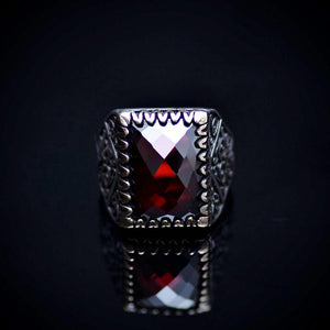 Beautiful Turkish Silver Ring Embellished With Garnet Stone Front
