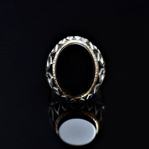 Black Onyx Silver Ring Adorned With Engraved Drops And Tulips Front