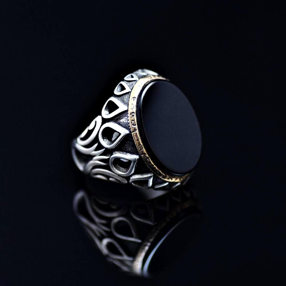 Black Onyx Silver Ring Adorned With Engraved Drops And Tulips Left