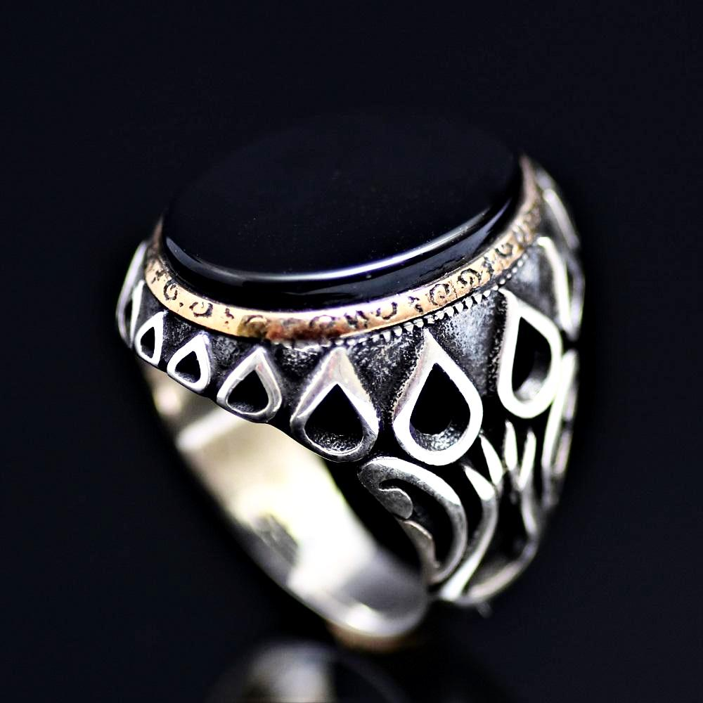 Black Onyx Silver Ring Adorned With Engraved Drops And Tulips