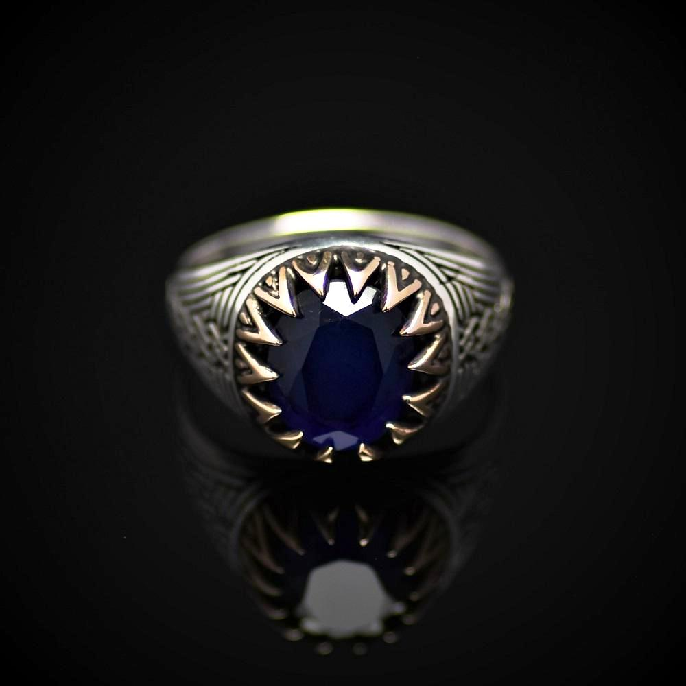 Chain Engraved Silver Ring Adorned With Lab Created Sapphire Front