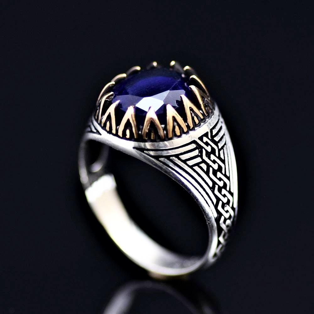 Chain Engraved Silver Ring Adorned With Lab Created Sapphire