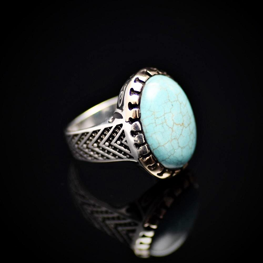 Charming Silver Ring Adorned With Turquoise Stone Left