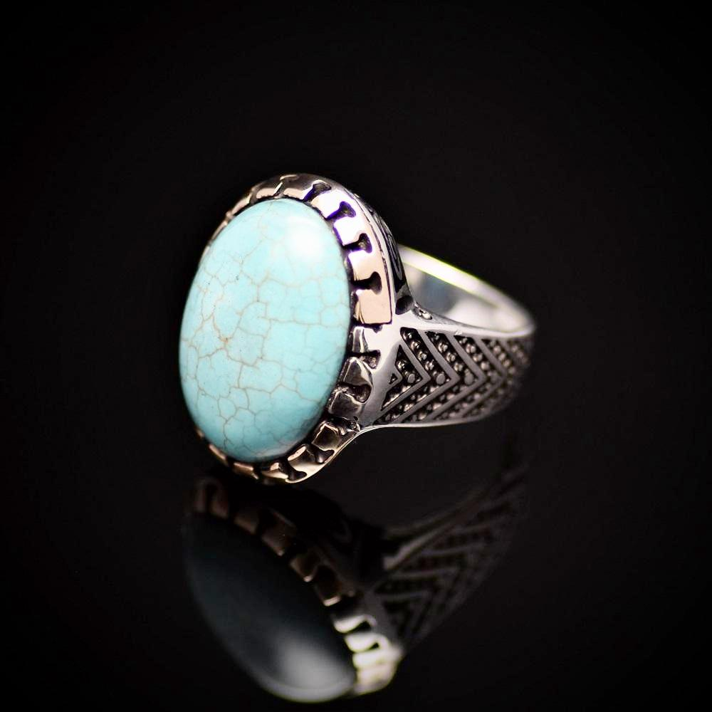 Charming Silver Ring Adorned With Turquoise Stone Right