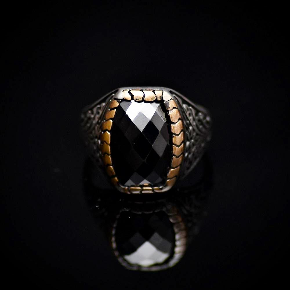 Elegant Silver Ring With Floral Engraved Details And Black Onyx Stone Front