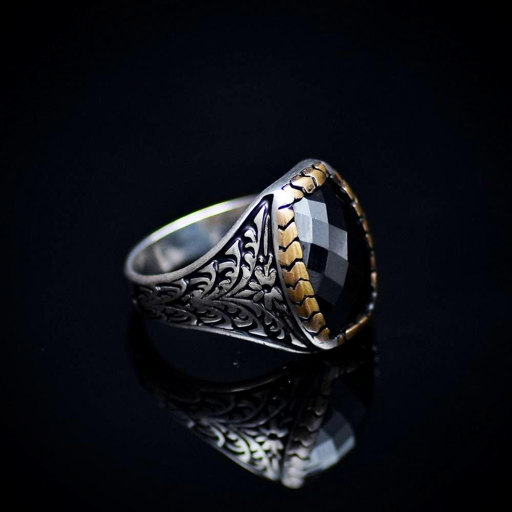 Elegant Silver Ring With Floral Engraved Details And Black Onyx Stone Left