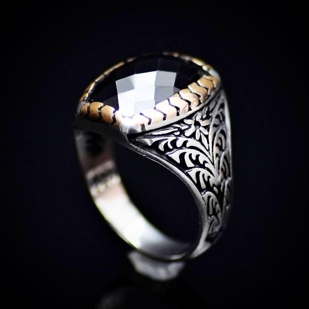 Elegant Silver Ring With Floral Engraved Details And Black Onyx Stone