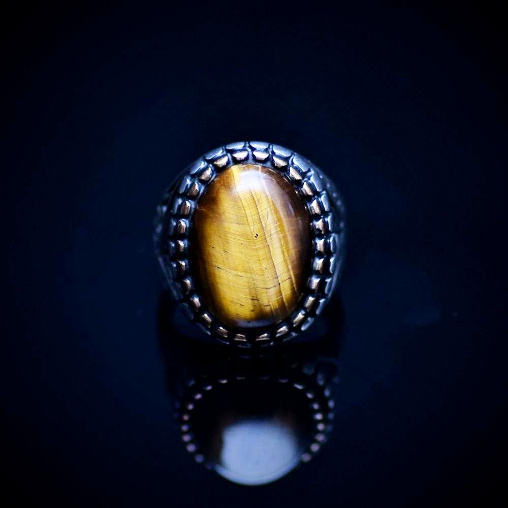 Engraved Silver Ring Adorned With A Tiger's Eye Stone Front