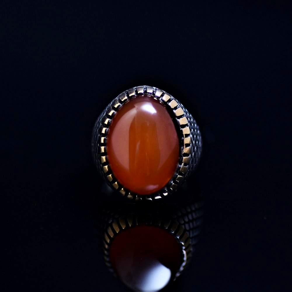 Fashionable Silver Ring Adorned With Agate Stone Front