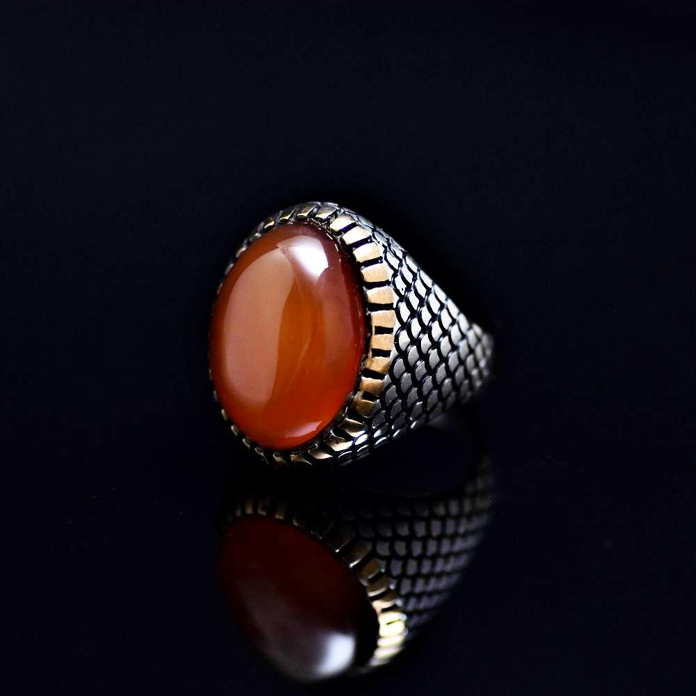 Fashionable Silver Ring Adorned With Agate Stone Right