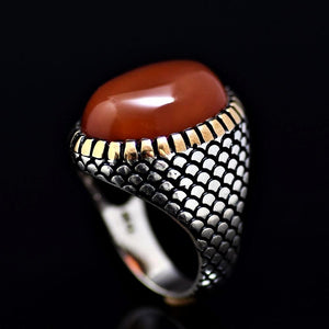 Fashionable Silver Ring Adorned With Agate Stone