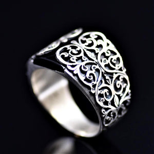 Finely Detailed Handmade Silver Ring Adorned With Black Onyx Stone