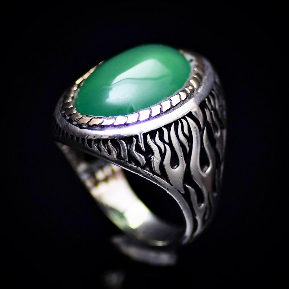 Flame Motifs Engraved Silver Ring With Green Agate Stone