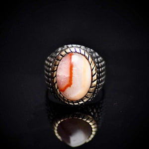 Glamorous Silver Ring Embellished With Unique Agate Stone Front