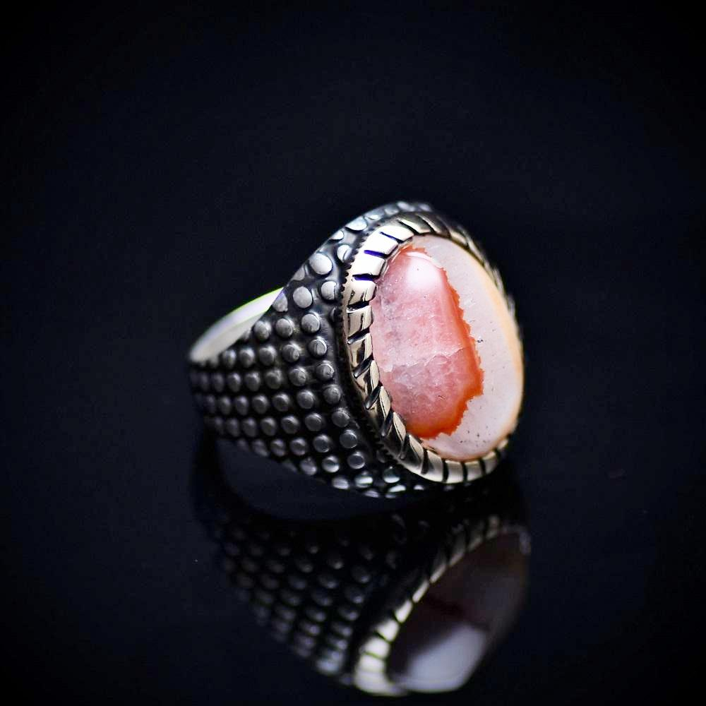 Glamorous Silver Ring Embellished With Unique Agate Stone Left