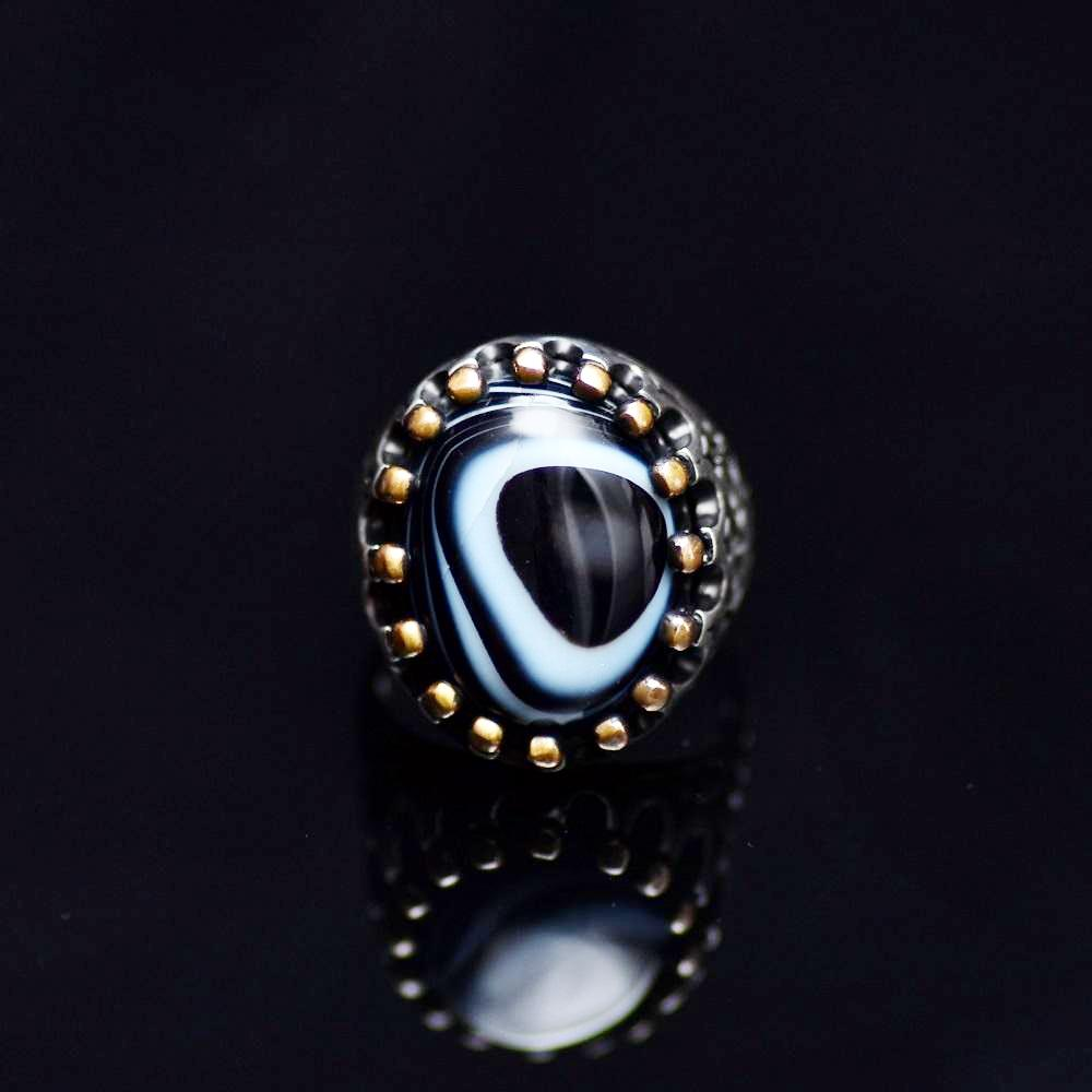 Silver Crown Ring Adorned With Natural Banded Agate Stone Front
