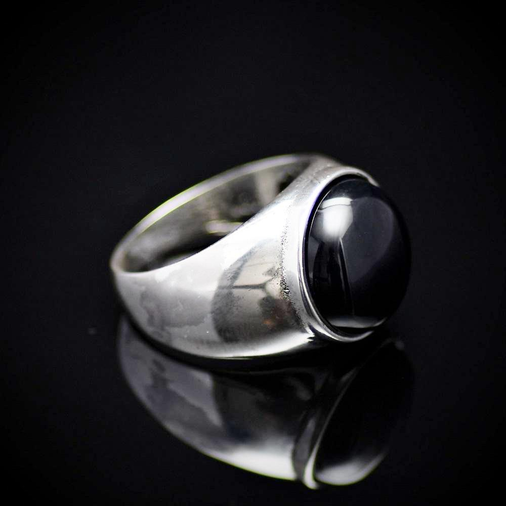 Simple And Beautiful Rhodium Plated Silver Ring With Black Agate Stone Left