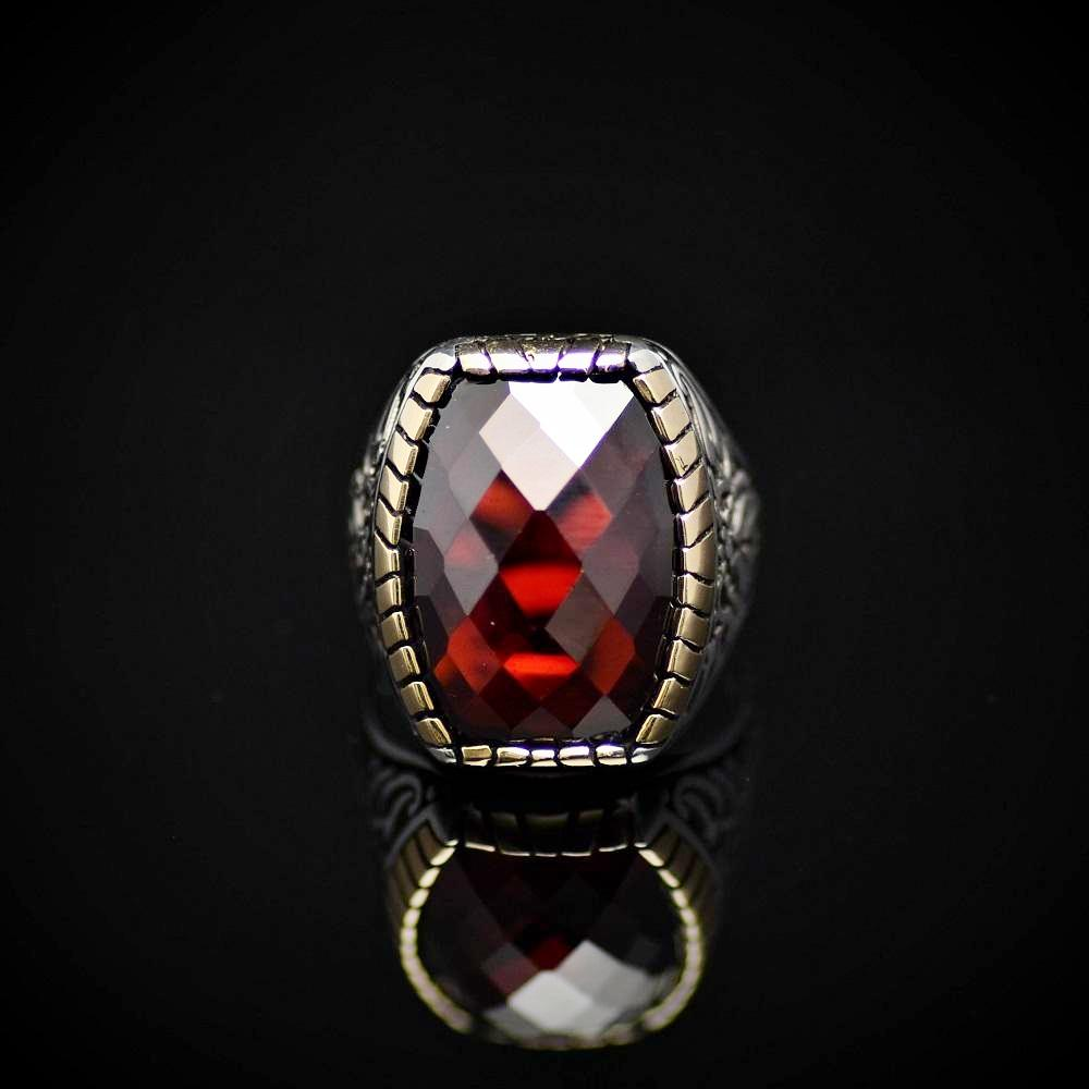 Striking 925 Sterling Silver Ring Embellished With Garnet Stone Front