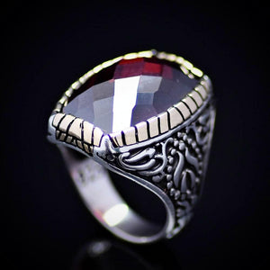 Striking 925 Sterling Silver Ring Embellished With Garnet Stone