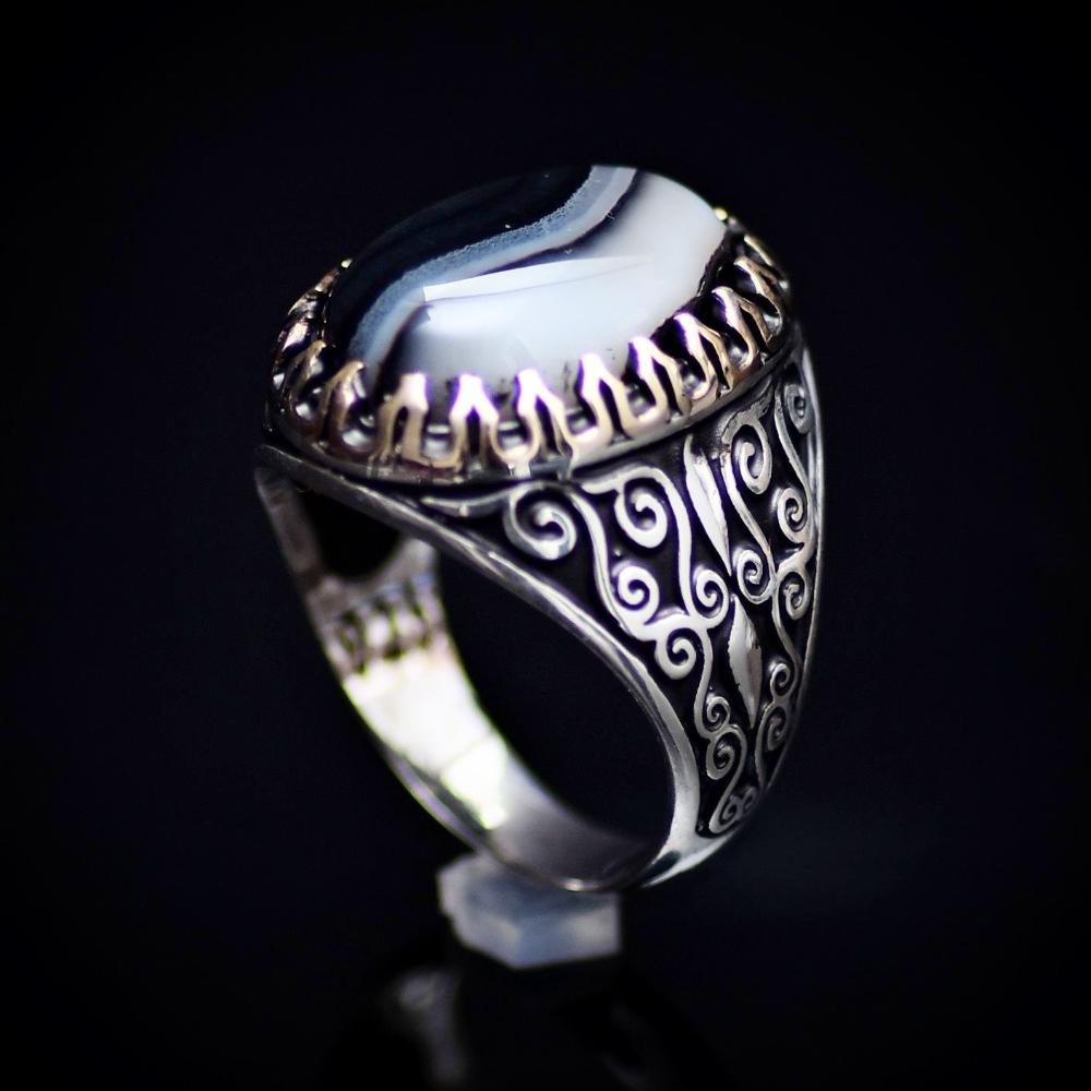 Stunning Handmade Silver Ring With Black And White Banded Agate