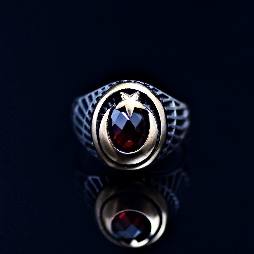 The Star And Crescent Silver Ring Adorned With Garnet Stone Front