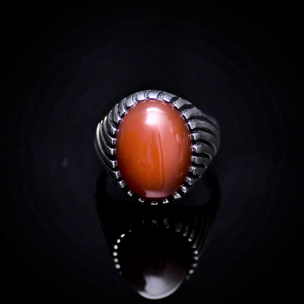 Unique 925 Sterling Silver Ring Adorned With Red Agate Stone Front