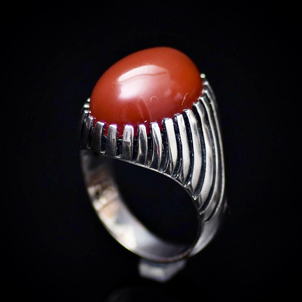 Unique 925 Sterling Silver Ring Adorned With Red Agate Stone